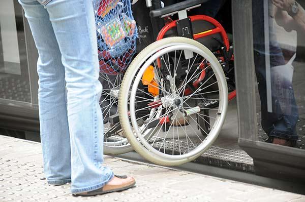 Rolstoelgebruiker-wielen